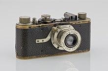 220px-LEI0060_186_Leica_I_Sn.5193_1927_Originalzustand_Front-2_FS-15